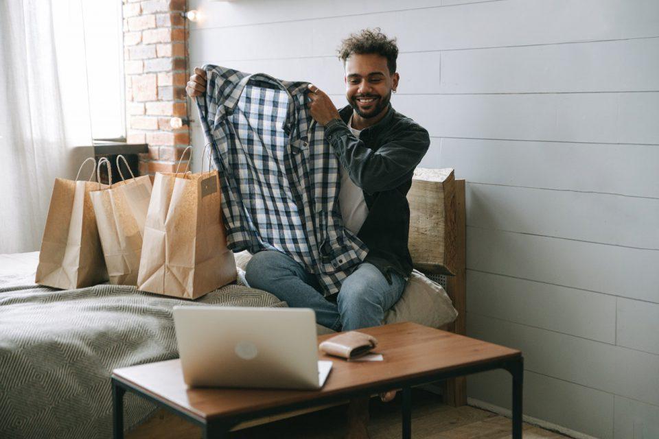 Como usar embalagens para comercializar sua marca de roupas
